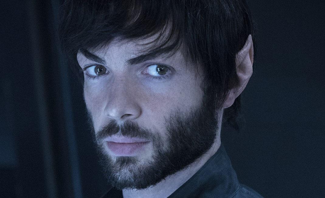 Ethan Peck poprvé promluvil jako Spock + Short Trek III (video)